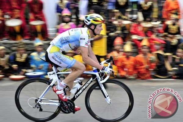 Spanish cyclist wins third stage of tour de Singkarak