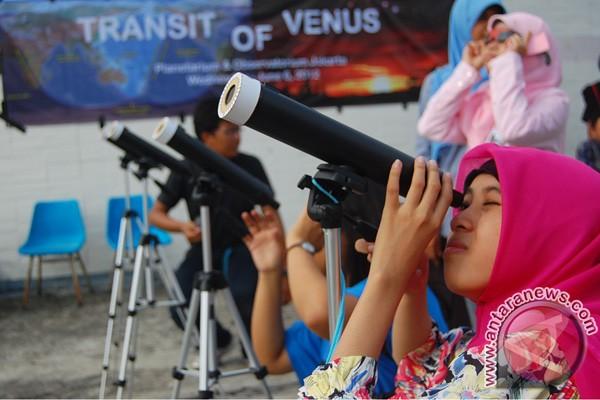 Ramai-ramai menyaksikan transit Venus