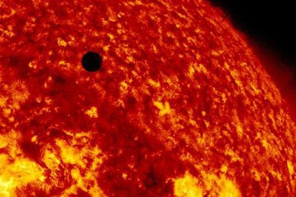Menyaksikan planet tetangga mampir ke Matahari