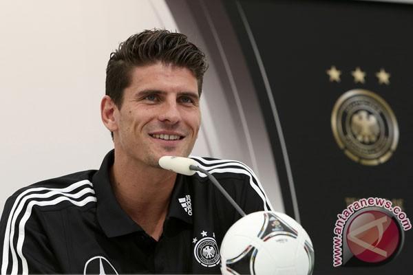 Gomez ucapkan selamat pada Italia