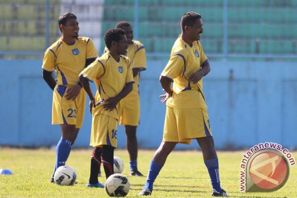 Persidafon kalahkan Mitra Kukar 2-1