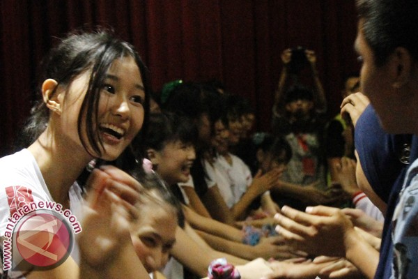 Rela terbang dari Makassar demi JKT48