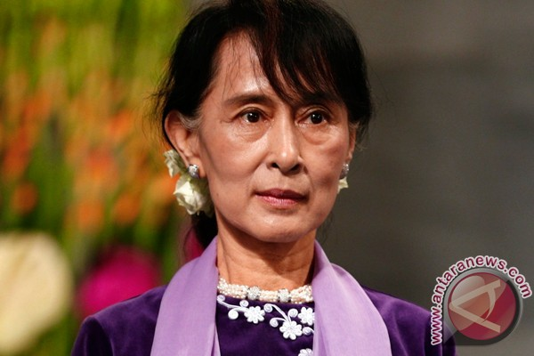 Suu Kyi says ready to lead Myanmar to democracy