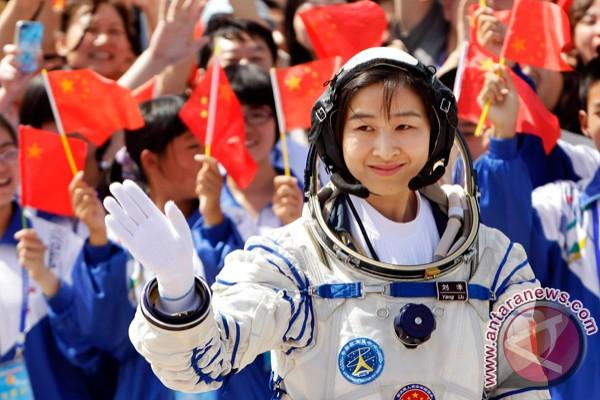 China kirim astronot perempuan pertama