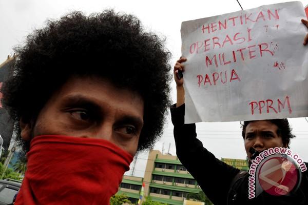 Ratusan mahasiswa Papua demo di Surabaya