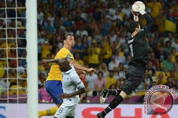 Prancis lolos meski kalah 0-2 dari Swedia