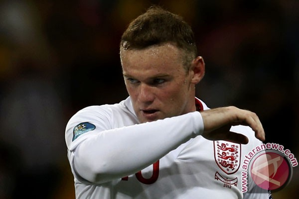 Dicela Capello, Rooney dibela Hodgson