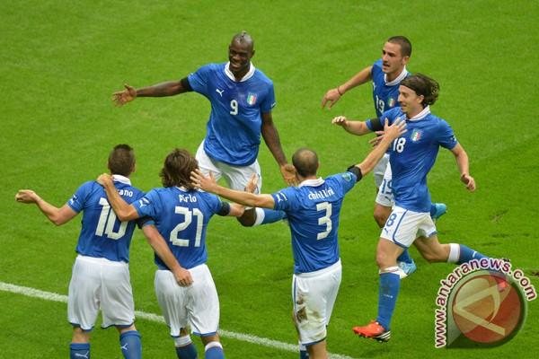 Dua gol Balotelli untuk mama