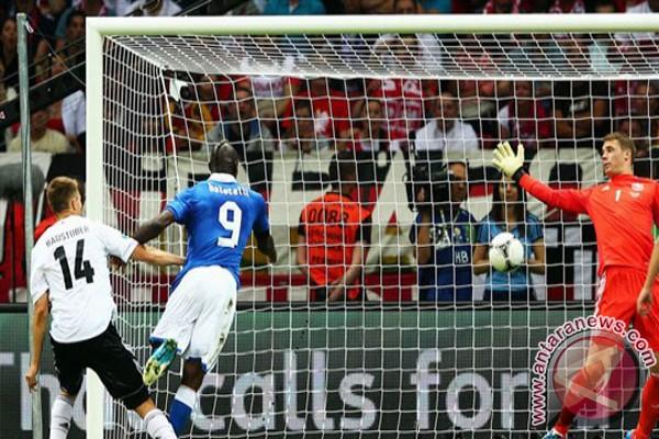 Balotelli cetak dua gol, Italia unggul 2-0