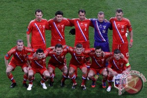 Penonton rusuh, laga Montenegro vs Rusia dihentikan