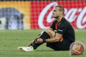 Cedera otot paha, Sneijder absen lawan Inggris