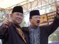Pasangan Cagub dan Cawagub DKI Jakarta, Fauzi Bowo ( kanan), dan Nachrowi Ramli, berkapanye di lapangan terbuka di Jakarta, Sabtu( 30/6). Pasangan Cagub Cawagub Fauzi Bowo-Nachrowi Ramli, menyampaikan visi misi untuk lima tahun Jakarta yang lebih baik, aman, dan nyaman di hadapan ribuan pendukungnya. (ANTARA/ Ujang Zaelani)