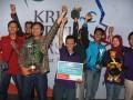 Tim robot Institut Teknologi Sepuluh November Surabaya (ITS), berpose seusai menerima penghargaan menjuarai Kontes Robot Indonesia (KRI) tingkat nasional 2012 di Sabuga, Bandung, Jabar, Minggu (1/7). Juara KRI dari tim robot ITS tersebut akan mewakili Indonesia mengikuti kontes robot tingkat Internasional ABU Robocon 2012 yang akan berlangsung di Hong Kong, China, pada tanggal 19 Agustus tahun 2012, di mana Tim Robot Indonesia akan berkompetisi dengan 20 tim robot luar negeri. (FOTO ANTARA/Fahrul Jayadiputra)