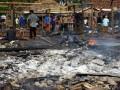 Sejumlah pedagang menata kembali kios mereka yang habis terbakar di Pasar Pontang, Kab. Serang, Banten, Senin (2/7). Kebakaran yang terjadi Senin pukul 02.00 Wib itu terjadi akibat hubungan listrik arus pendek dan menghanguskan 72 kios warga dengan nilai kerugian mencapai Rp950 juta lebih. (FOTO ANTARA/Asep Fathulrahman)