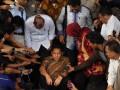 Ketua Umum Partai Demokrat Anas Urbaningrum usai diperiksa di gedung Komisi Pemberantasan Korupsi, Jakarta Selatan, Rabu (4/7). Anas kembali dimintai keterangan dalam kasus dugaan korupsi pembangunan kompleks atlet Hambalang, Bogor, Jawa Barat. (FOTO ANTARA/Fanny Octavianus)