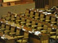 Beberapa anggota DPR berbincang saat mengikuti Rapat Paripurna DPR di Kompleks Parlemen, Senayan, Jakarta, Kamis (5/7). Rapat Paripurna DPR tersebut mengagendakan laporan Banggar DPR mengenai hasil pembahasan pembicaraan pendahuluan RAPBN TA 2013 serta tanggapan pemerintah terhadap pandangan fraksi-fraksi atas materi RUU tentang pertanggungjawaban atas pelaksanaan APBN Tahun Anggaran 2011. (FOTO ANTARA/Andika Wahyu)