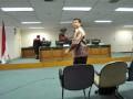 Direktur Keuangan PT Asuransi Kredit Indonesia (Askrindo) Zulfan Lubis usai pembacaan vonis di Pengadilan Tindak Pidana Korupsi, Jakarta Selatan, Kamis (5/7). Zulfan divonis lima tahun penjara dan denda Rp1miliar dalam kasus penempatan dana Askrindo ke perusahaan investasi yang diperkirakan merugikan negara lebih dari Rp400 miliar tersebut. (FOTO ANTARA/Fanny Octavianus)