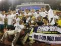 Pesepakbola Barito Putra merayakan kemenangannya atas Persita Tanggerang pada final Divisi Utama Liga Indonesia di Stadion Manahan, Solo, Minggu (8/7) malam. Barito berhasil menang dengan skor 2-1 sekaligus memastikan gelar juara Divisi Utama Liga Indonesia 2012. (ANTARA/Akbar Nugroho Gumay)