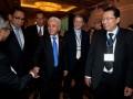 Menko perekonomian Hatta Rajasa (tiga kanan) bersama Menteri Perdagangan Gita Wirjawan (empat kanan) berbincang dengan para delegasi asing usai penutupan Asean-Latin Business Forum (ALBF) 2012 di hotel Shangri-La, Jakarta, Selasa (10/7). ALBF 2012 berlangsung selama dua hari 9 dan 10 Juli 2012 dengan tujuan meningkatkan perdagangan di kedua kawasan, yaitu ASEAN dan Amerika Latin. Total perdagangan Amerika Latin ke mancanegara tercatat sekitar 8,4 triliun dolar AS, sedangkan total perdagangan ASEAN ke mancanegara sebesar 2,5 triliun dolar AS. (ANTARA/Rosa Panggabean)