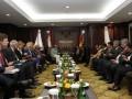 Ketua Mahkamah Konstitusi Mahfud MD (kanan) menerima kunjungan kehormatan Kanselir Jerman Angela Merkel (kiri) di ruang delegasi, Mahkamah Konstitusi, Jakarta, Selasa (10/7). Ketua Mahkamah Konstitusi Mahfud MD dan Kanselir Merkel beserta masing-masing delegasi melakukan pertemuan bilateral yang utamanya membahas soal isu penegakan hukum, demokrasi dan peran Mahkamah Konstitusi di Indonesia. (FOTO ANTARA/Widodo S. Jusuf)