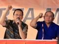 Calon Gubernur dan Wakil Gubernur DKI Jakarta Fauzi Bowo (kiri) dan Nachrowi Ramli memberikan keterangan kepada wartawan di Posko pemenangan pasangan tersebut di Jalan Diponegoro, Jakarta, Rabu (11/7). Dalam keterangannya, pasangan Foke-Nara siap menyambut putaran kedua karena tidak ada satu pasanganpun yang memperoleh suara diatas 50 persen. (FOTO ANTARA/Dhoni Setiawan)