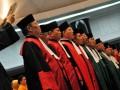 Sejumlah Ketua Pengadilan Tinggi Tipikor dan Pengadilan Agama diambil sumpahnya saat pelantikan di Gedung Mahkamah Agung (MA) , Jakarta, Jumat (13/7). MA melantik 10 Ketua Pengadilan Tinggi (PT) Tindak Pidana Korupsi (Tipikor) dan 8 Ketua Pengadilan Agama dengan harapan dapat meningkatkan kredibilitas dan transparansi peradilan serta penegakan hukum secara disiplin. (FOTO ANTARA/Zabur Karuru)