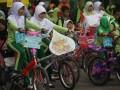 Sejumlah siswa SD Bunayya mengikuti pawai sepeda hias yang digelar oleh sekolah mereka di Medan, Sumut, Selasa (17/7). Kegiatan pawai tersebut dalam rangka menyambut bulan suci Ramadhan 1433 H. (FOTO ANTARA/Septianda Perdana)