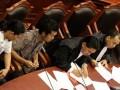 Kuasa Hukum penggugat Iwan Prahara (kanan), Kuasa Hukum Penggugat Samuel (kedua kanan) didampingi pemohon M Huda (kedua kiri) dan Abdul Havid (kiri) mengikuti sidang perdana Gugatan Pilkada DKI Jakarta, di Mahkamah Konstitusi, Jakarta, Jumat (20/7). Mereka menggugat UU No 29/2007 tentang Pemprov DKI. Menurut mereka, pelaksanaan Pilgub 2 putaran dinilai melanggar pasal 24A ayat 1, pasal 27 ayat 1, pasal 28D ayat 1, pasal 28 1 ayat 2 UUD 45, padahal putaran kedua itu hanya mengacu pada satu UU No 29/2007 yaitu yang menyuarakan apabila tidak tercapai 50 persen plus. (FOTO ANTARA/Dayat)