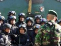 Danyonif 112/Raider Kodam Iskandar Muda, Mayor Inf. Mochamad Arief Hidayat (depan) memberi pengarahan pada pembukaan pelatihan penanggulangan teroris (Gultor) di Japakeh, Kab. Aceh Besar, Senin (23/7). Pelatihan Gultor yang diikuti 50 prajurit yonif 112/Raider itu untuk menguji dan mengasah kembali kemampuan prajurit menghadapi teror. (FOTO ANTARA/Irwansyah Putra)