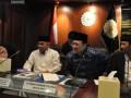 Ketua DPD  Irman Gusman (2 kanan) mengikuti Rapat Dewan Pengurus APKASI (28/7) di Jakarta. DPD dan APKASI sepakat akan menggelar kegiatan bersama untuk memperkuat pelaksanaan otonomi daerah secara konsisten. Ketua Umum APKASI dan Ketua DPD berpendapat sama bahwa saat ini sedang terjadi resentralisasi kewenangan oleh pemerintah pusat.