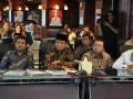 Para Bupati anggota dewan pengurus APKASI menyimak siraman rohani yang diberikan oleh Ketua PB NU Said Aqil Siradj dalam acara berbuka bersama yang dilaksakan di Sekretariat APKASI (28/7).