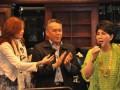 Artis Senior Indonesia Titiek Puspa tampil menghibur dengan membawakan tembang kenangan menghibur para Dewan Pengurus APKASI dan undangan yang hadir dalam acara berbuka bersama APKASI yang dilaksanakan di Jakarta (28/7) .
