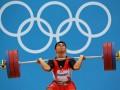Atlet angkat besi Indonesia Irawan Eko Yuli berlaga di nomor 62kg putra di Grup A Olimpiade London 2012, Senin (30/7). Irawan Eko Yuli berhasil meraih medali perunggu yang sekaligus menjadi medali pertama bagi Indonesia di Olimpiade London 2012. (ANTARA/REUTERS/Stefano Rellandini)