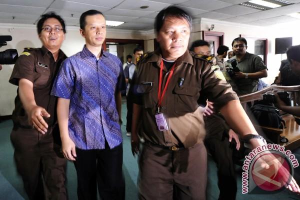 Hakim tolak nota keberatan Dhana Widyatmika
