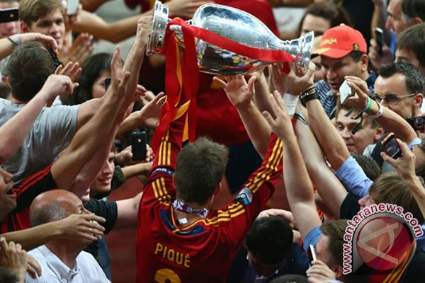 Spanyol juara lagi, Spanyol cetak sejarah