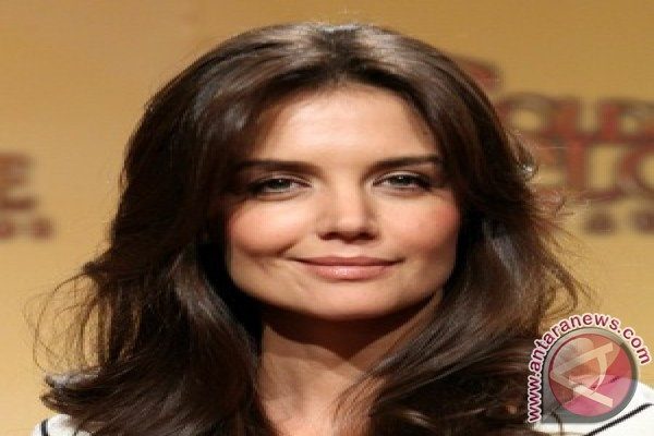 Katie Holmes gets back to work on broadway
