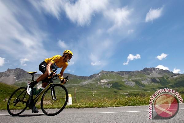 Wiggins kencangkan kaus kuning Tour de France