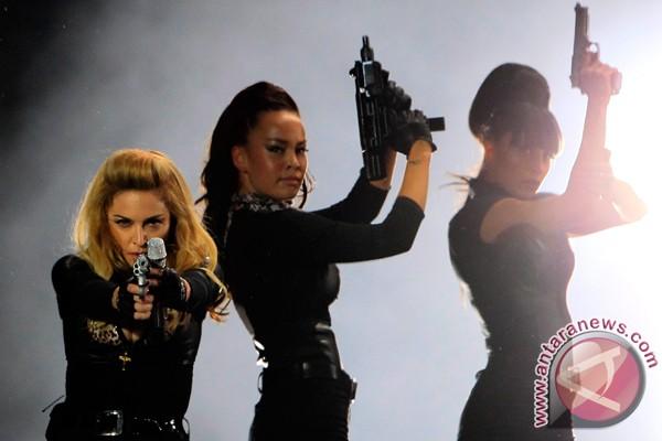 Madonna suarakan cinta dan toleransi di Paris