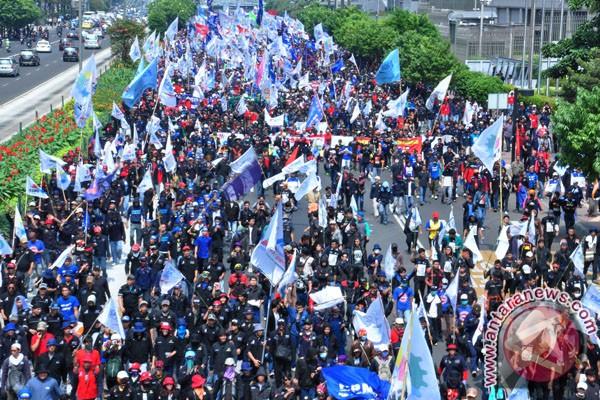 Demo buruh, gerbang tol Cikarang Barat ditutup - ANTARA News