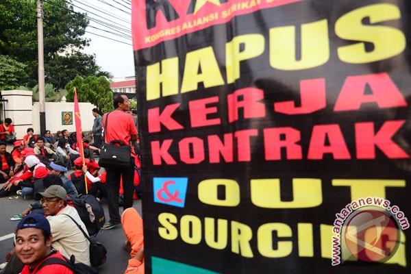 Buruh se-Indonesia ancam mogok nasional tolak