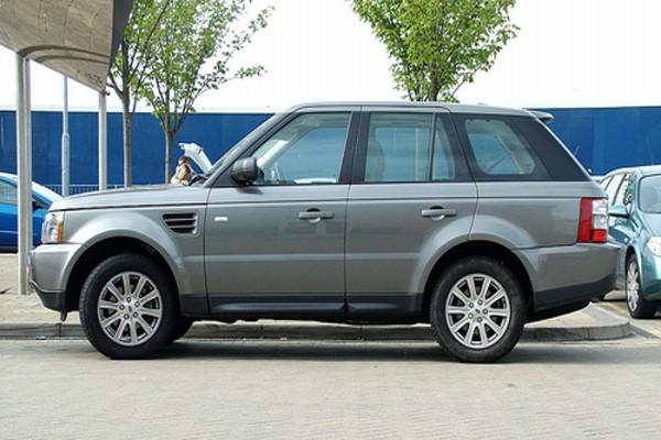Range Rover terbaru makin ringan dan panjang