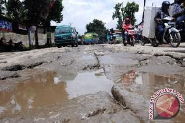 Jalan Trans Sulawesi Mamuju putus akibat banjir