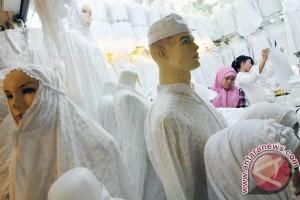 Perajin baju muslim Tulungagung keluhkan bahan baku