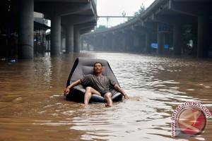 Banjir, tanah longsor di Cina Tewaskan 87 orang, ribuan dievakuasi