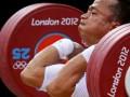 Atlet angkat besi Indonesia Triyatno berlaga di nomor 69kg putra di Grup A Olimpiade London 2012 di ExCel, Selasa (31/7). Triyatno berhasil merebut medali perak di nomor tersebut. (ANTARA/REUTERS/Paul Hanna)