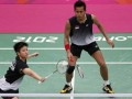Pemain Indonesia Tontowi Ahmad dan liliyana Natsir saat bermain melawan pemain Jerman, Birgit Michels dan Michael Fuchs, dalam pertandingan perempat final ganda campuran olimpiade london 2012, di wembley arena Rabu (1/8). (Foto Antara/REUTERS/Bazuki Muhammad)
