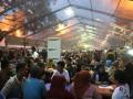 Ratusan warga memadati lokasi Ramadhan Fair ketika menunggu buka puasa di kawasan Masjid Raya Al Mashun Medan, Sumut, Kamis (2/8). Tempat yang diselenggarakan setiap bulan Ramadhan itu menjadi salah satu tujuan wisata di kota itu. (FOTO ANTARA/Irsan Mulyadi)