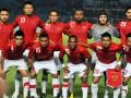 Tim Sepakbola Indonesia berpose sebelum pertandingan ekshibisi melawan Tim Valencia di Stadion Utama Gelora Bung Karno, Jakarta, Sabtu (4/8) malam. Pertandingan tersebut merupakan rangkaian tur dunia klub asal Spanyol, serta sebagai uji coba persiapan Tim Nasional Indonesia menjelang Piala Suzuki (AFF) November mendatang. (ANTARA/Yudhi Mahatma)