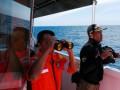 Tim SAR Propinsi Aceh menggunakan teropong saat pencarian korban tenggelam ABK KM Artika di perairan Zona Ekonomi Eklusif ,(ZEE), sekitar 17 Mil dari Pulau Weh (Sabang), Aceh, Sabtu (4/8)). KM Atika bermuatan sembako dari Malaysia yang tenggelam sekitar 16 mil sebelum tiba di Pulau Weh, Aceh pada Kamis (3/8), 5 ABK-nya sudah ditemukan selamat, sedangkan 5 ABK lainnya masih dalam pencarian. (ANTARA/Ampelsa)