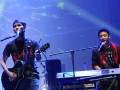 """Gitaris band The Titans, Onny, dan Andika di keyboard, tampil di Metropolitan Trade Center (MTC) Panam pada """"Konser Sirkuit Ramadhan Honda 2012"""", Pekanbaru, Senin (6/8). Band asal Kota Kembang Bandung itu sukses menghibur masyarakat Kota Pekanbaru. (FOTO ANTARA/Viki  Payoka)"""